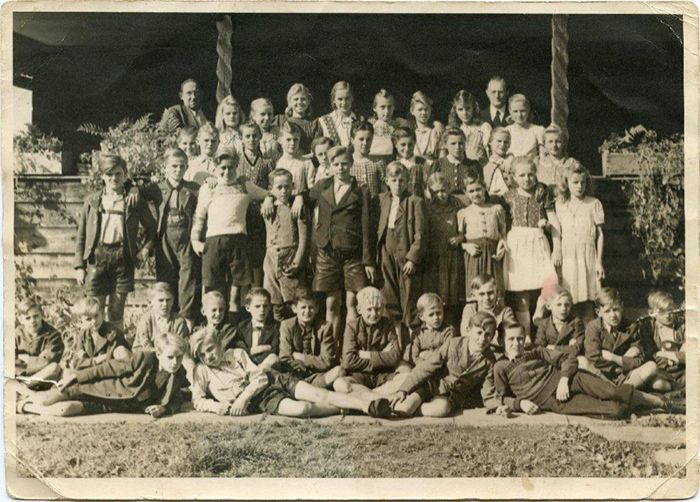 Schulkinder in Nicklheim 1946